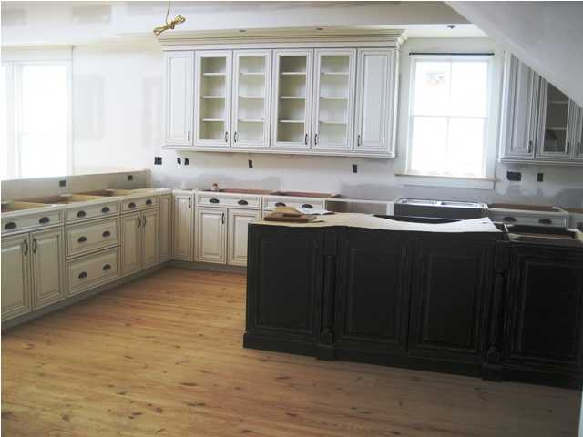 Custom cabinets cabinetry clearwater kitchen bathroom cabinets clearwater fl for Bathroom vanities clearwater fl